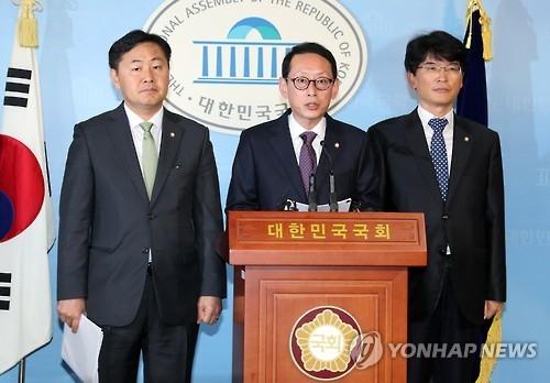 韩朝野就启动亲信门独立检察达成一致