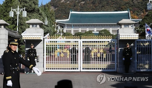 韩青瓦台认为总统去留问题应依法决定