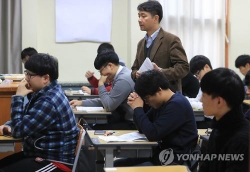 韩国2017学年高考今开考 60.5万人应考