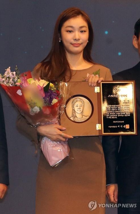 韩花滑女王金妍儿名列体坛英雄名人堂