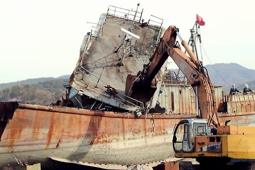 韩海警公开拍卖一艘涉非法捕捞中国渔船