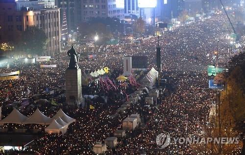 韩民众明日举行第五轮烛光集会要求朴槿惠下台