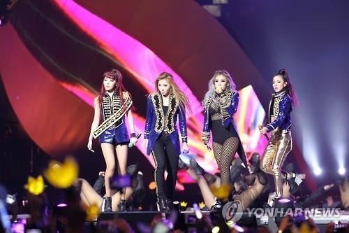 女团2NE1宣布解散 CL朴山多拉续签单飞