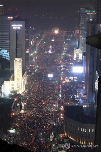 韩民众举行第五轮反朴集会 130万人墙包围总统府