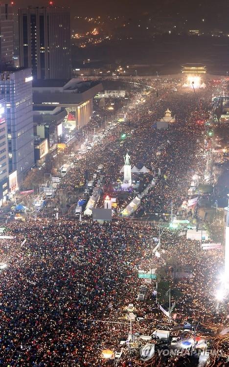 韩民众12月继续举行烛光集会要求朴槿惠下台