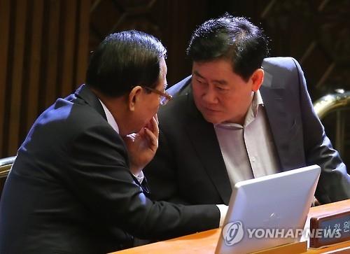 """韩""""挺朴派""""元老议员将建议朴槿惠主动下台"""