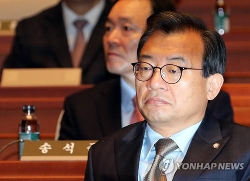 韩朝野就朴槿惠下台程序分歧严重