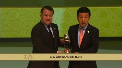 全北现代崔康熙荣膺亚足联年度最佳男教练