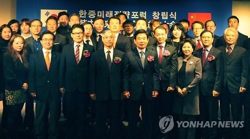 12月3日,在首尔富拉泽酒店,韩中未来战略论坛成立大会隆重召开。(韩联社)