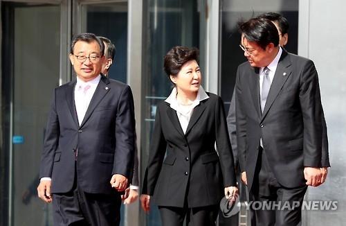 朴槿惠会见执政党高层呼吁阻止弹劾