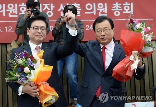 """韩执政党""""挺朴派""""成功当选党鞭 或加剧党内分化"""