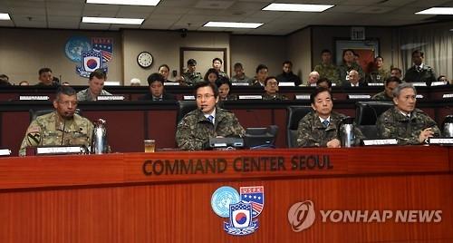 左起为韩美联合司令部司令兼驻韩美军司令文森特•布鲁克斯、韩国代理总统黄教安、国防部长官韩民求(韩联社)
