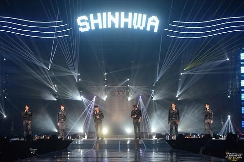 """资料图片:""""2016神话LIVE-UNCHANGING""""演唱会舞台照(神话COMPANY提供)"""