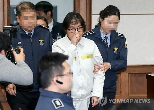 韩亲信门主犯首出庭坚称无罪