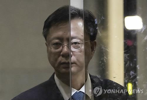 资料图片:青瓦台前民政首席秘书禹柄宇(韩联社)