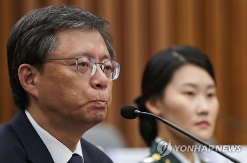 韩青瓦台前幕僚出席亲信门听证会全盘否认质疑