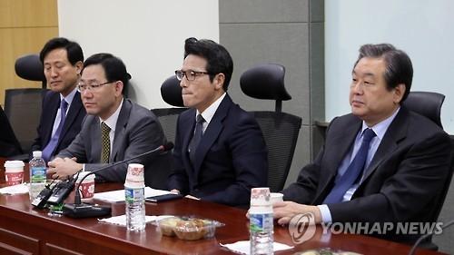 """韩执政党内""""反朴派""""明日宣布退党"""