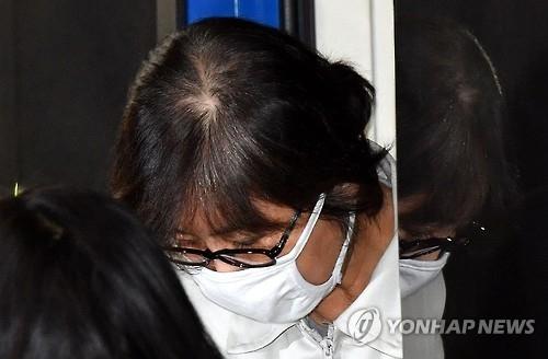 韩亲信门主角崔顺实听证会上否认与朴槿惠共谋
