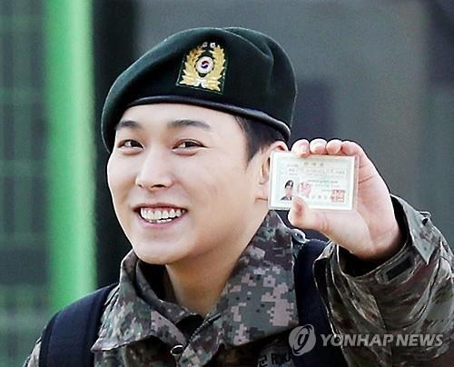 12月30日,在仁川市富平区陆军17师,Super Junior成员晟敏退伍。(韩联社)