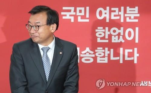 韩执政党前党首李贞铉退党:愿承担一切责任