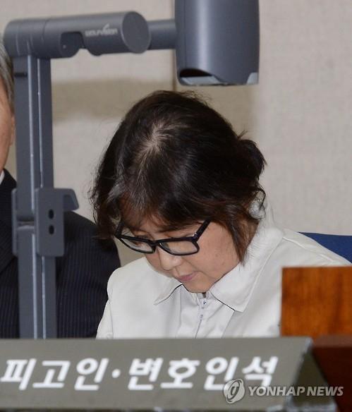 韩亲信门主角崔顺实承认为朴槿惠安排非正式诊疗