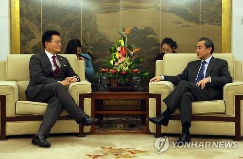 王毅促停萨德解僵局 韩访华议员团强调五通