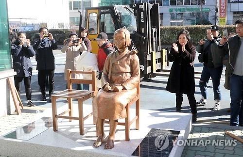 韩政府对日本不满韩新设慰安妇像召回大使表遗憾