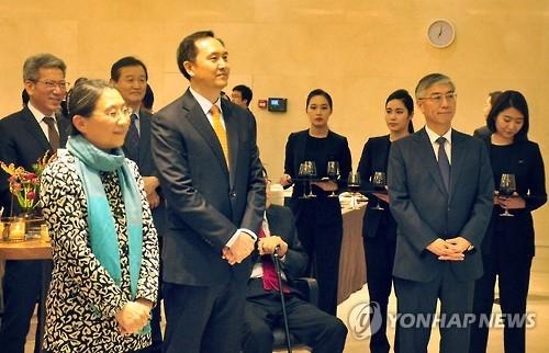 中国驻韩使馆举行首席馆员离到任招待会