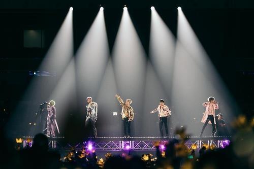 BIGBANG举行巡演首尔站演出 T.O.P与粉丝道别