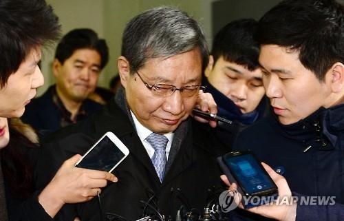 资料图片:右三为张忠基。(韩联社)