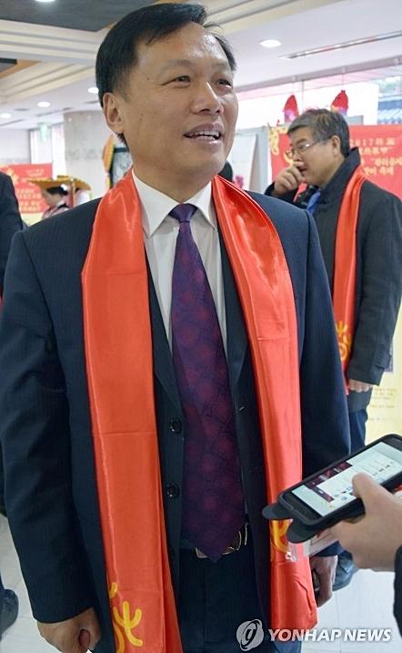 图为湖南省文化厅副厅长禹新荣接受记者采访。(韩联社)
