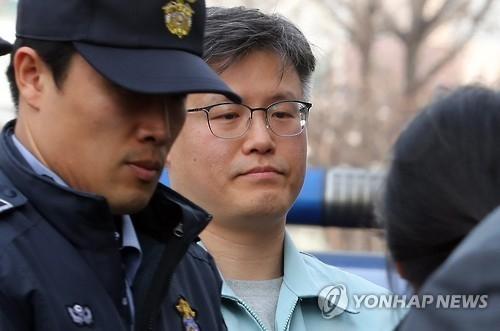 韩幕僚指证总统用匿名手机