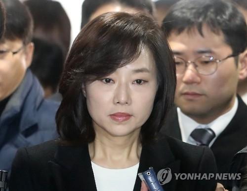 涉文艺界黑名单案被捕的韩文体部长官表明辞意