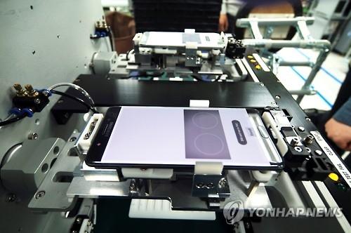 资料图片:三星电子针对Note7的起火原因展开调查。(韩联社)