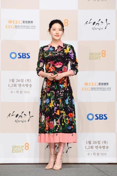 1月24日,李英爱出席SBS电视台新剧《师任堂》发布会。(韩联社/SBS提供)