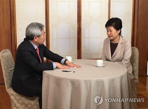详讯:朴槿惠停职后首次接受采访 称亲信门疑有势力策划