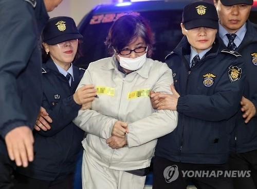 韩亲信门主角崔顺实连续两天被传唤接受调查