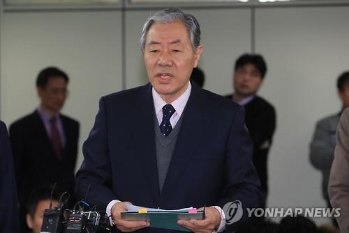 亲信门主角崔顺实辩护律师李炅在(韩联社)