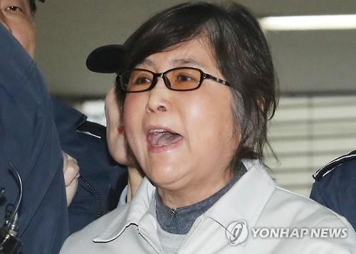 韩亲信门独检组再次针对崔顺实提请拘留证