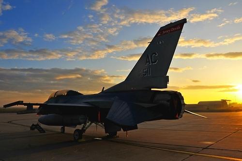 美12架F-16战机月内抵韩换防