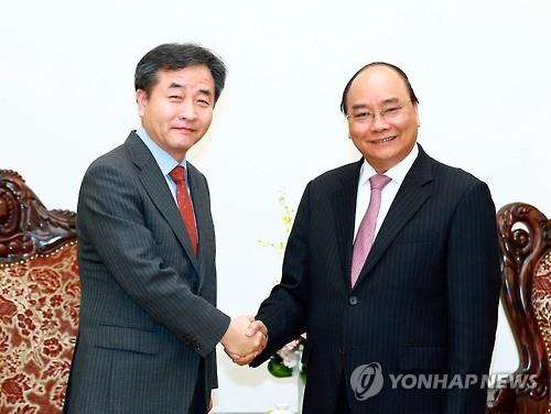韩联社社长朴鲁晃拜会越南总理阮春福