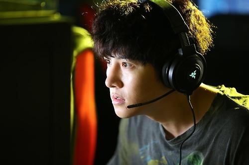 韩国票房:池昌旭新片《被操纵的城市》开门红