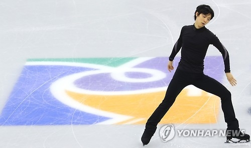 羽生花滑赛前训练吸引韩中日粉丝围观