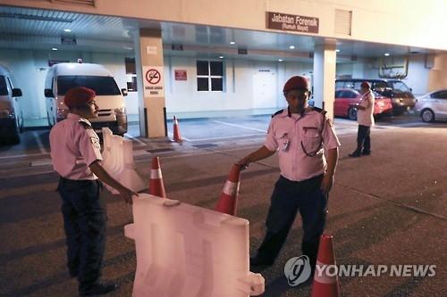 图为收治金正男的布城医院。14日,医院警卫禁止外界人士出入。(韩联社)