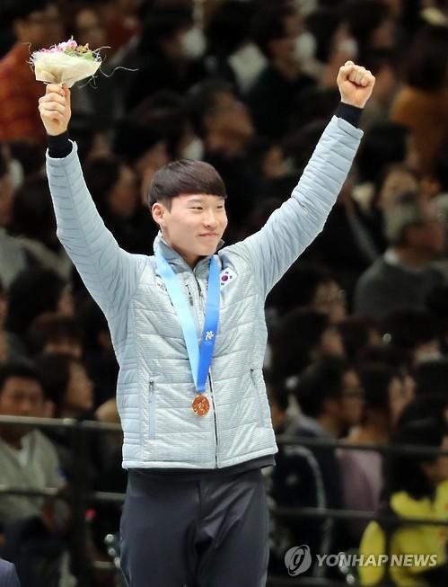 韩单板滑雪选手李相昊首摘札幌亚冬会双冠王