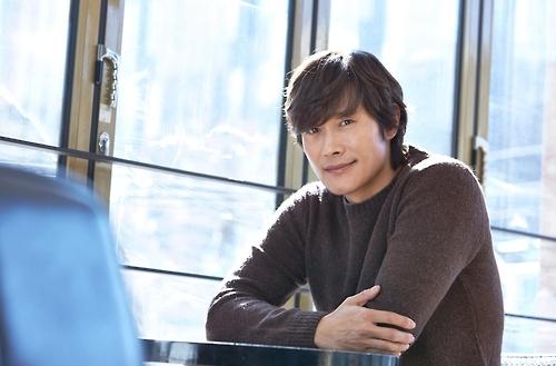 李炳宪大赞新片《单身骑士》将成经典