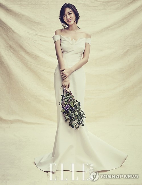 资料图片:主播金素英婚纱照(韩联社/Elle 提供)