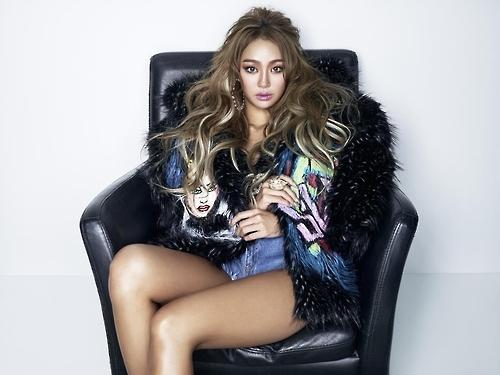 孝琳与全球电音巨头斯宾尼签约 下月推新曲