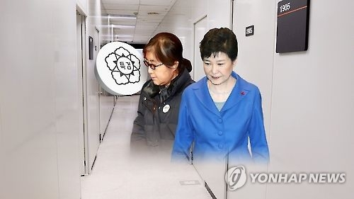 亲信门主角崔顺实(左)和朴槿惠(韩联社)