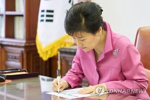 朴槿惠弹劾前后待遇判若云泥 或被诉获刑